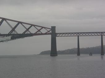 Forth Rail Bridge -- southern connecting tower between the cantilever truss and side spans